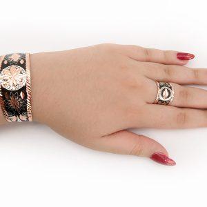 نمای دستبند و انگشتر مس